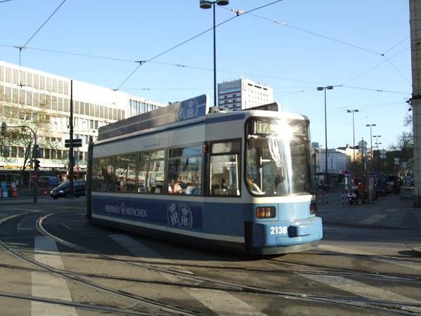 中央駅前を通過する市電