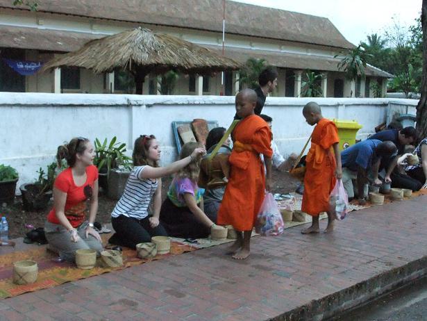 子供の僧侶も