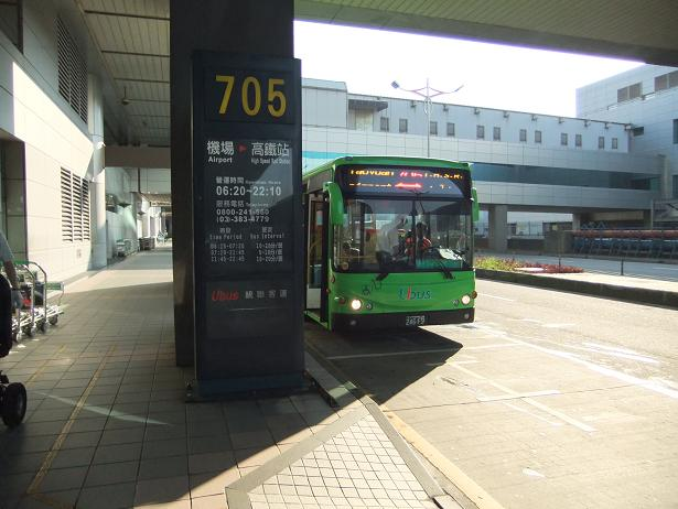 高鐡の駅へ向かうバス