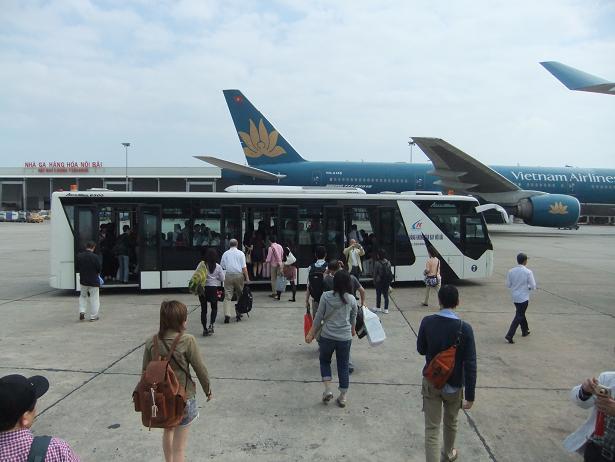 ノイバイ国際空港到着
