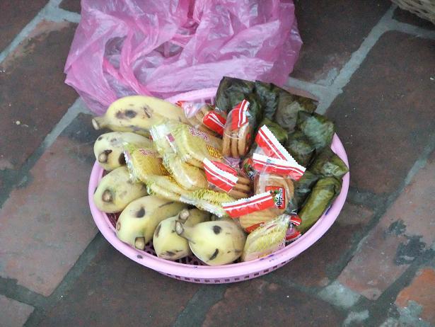 托鉢用食料の一例